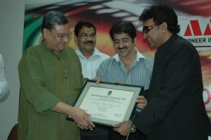 Sandeep Marwah Presenting Life Membership Of International Film And Television Club To Sameer Sen
