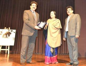 Sandeep Marwah Honored for Promotion of Fine Arts