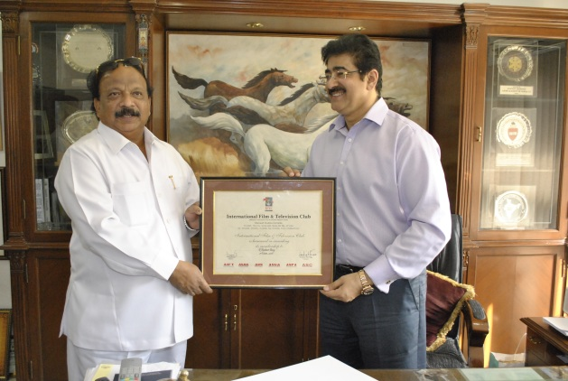 Sandeep Marwah Honored Minister from Karnataka