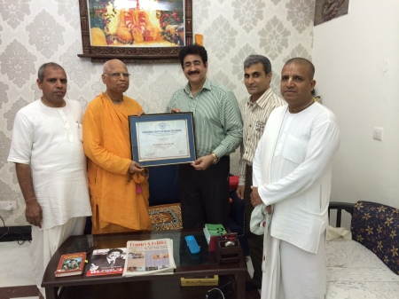 Sandeep Marwah Presented With ISKCON Patron Ship