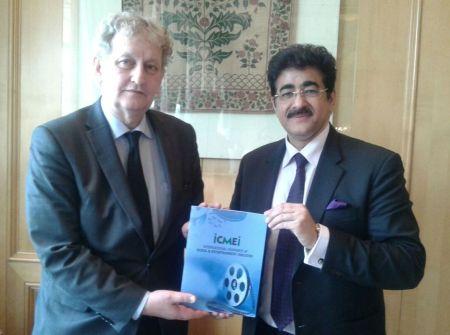 Sandeep Marwah with Mayor of Amsterdam