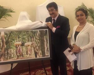 Sandeep Marwah Inaugurating The Exhibition